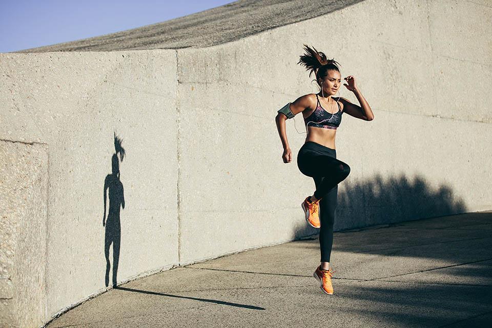 Chạy bộ tại chỗ đốt mỡ toàn thân có thể tập mọi lúc mọi nơi