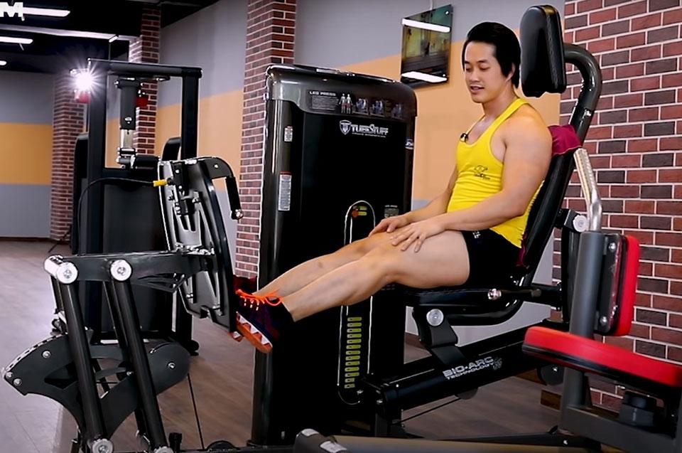Duy Nguyễn gợi ý bạn có thể sử dụng máy tập cơ bắp chân